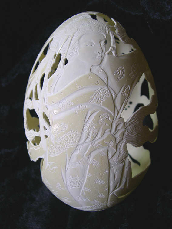 Nandu egg carving - Christel Assante