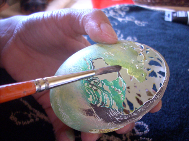 Painting on egg shell