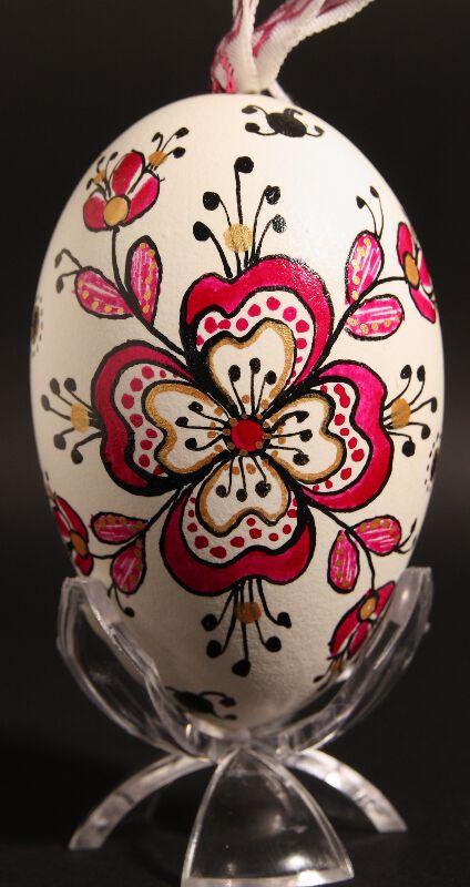 Oeuf d cor de hongrie peinture sur coquilles d 39 oeufs - Peinture coquille d oeuf ...