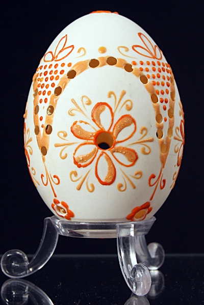 Duck egg shell decorated with colored wax : Slovakia